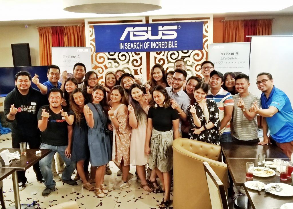 Davao Bloggers at the ASUS Zenfone 4 Launch Livestreaming Event