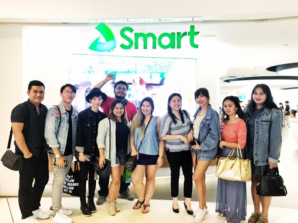 Davao Bloggers at the SMART Jump Experience Center during the iPhone 8 Release
